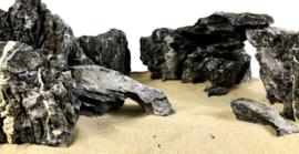Black ryuoh stone (per kilo)