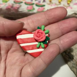 Hart gestreept met roze bloem