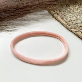 Zalmroze haarbandje smal