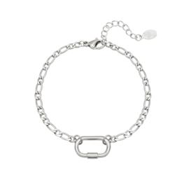 Zilveren armband met tussenstuk 'Lia'