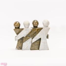 Modern beeld van natuursteen vier personen