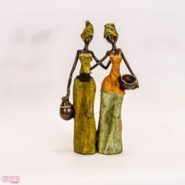 Twee bronzen dames