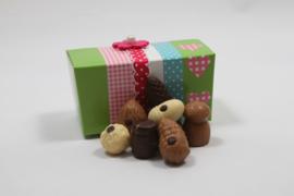 Groen/roze kado doos met 350 gram luxe bonbons