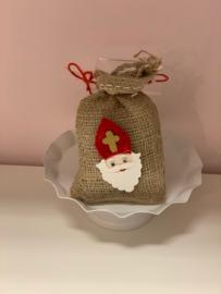 Jute zak met 125 gram Sinterklaas chocolade