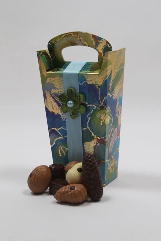 Chique blauw/groene kado doos met 300 gram luxe bonbons