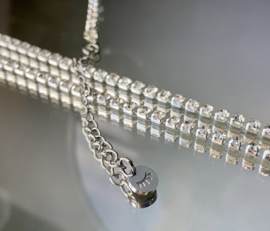 Made of Glass ketting