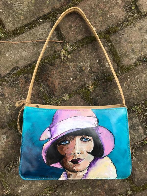 Meisje met het paarse hoedje