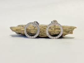 Zilver rondjes met witte steentjes