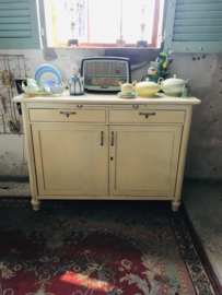 Uniek vintage jaren 60 kast, keukenkast zacht geel.