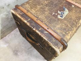 Antieke grote hutkoffer, koffer