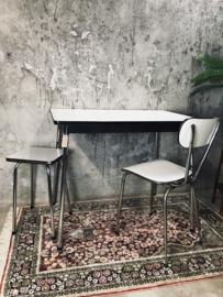 Vintage retro eettafel set 3 delig, tafel, stoel met kruk.