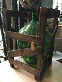 Oude Franse gistfles groen met houten kist.