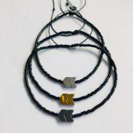 Arrow Armband zwart / goud - Flessenpost