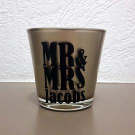 Theelichtje Mr & Mrs met achternaam bruidspaar