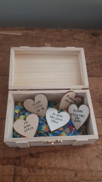 Schatkistje vol geluk - 10 hartjes met eigen tekst