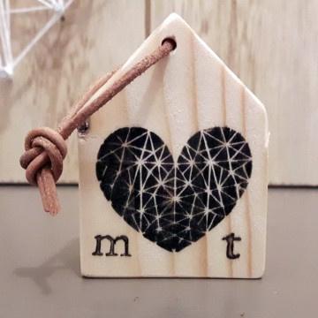 Sleutelhanger huisje met hart en initialen