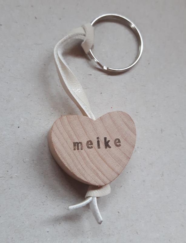Sleutelhanger houten hart met naam