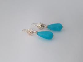 Zilveren oorhangers met blauwe draakagaat.