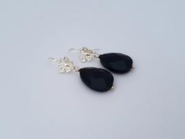 Zilveren oorhangers met bruine agaat.