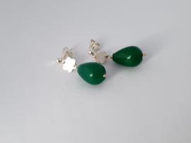 Zilveren oorstekers met jade.