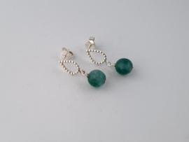 Zilveren oorstekers met groene agaat.