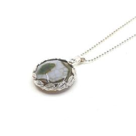 Zilveren collier met draak agaat.