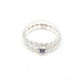 Zilveren ring met ioliet.