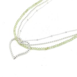 Zilveren geregen collier met peridot.
