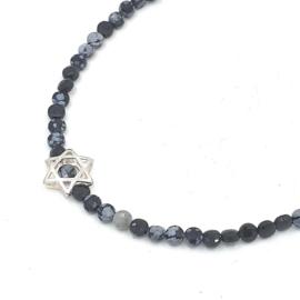 Zilveren geregen collier met snowflake obsidian.