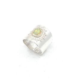 Zilveren ring met water opaal.