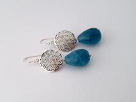 Zilveren oorhangers met blauwe agaat.