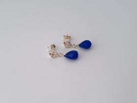 Zilveren oorstekers met blauwe agaat.