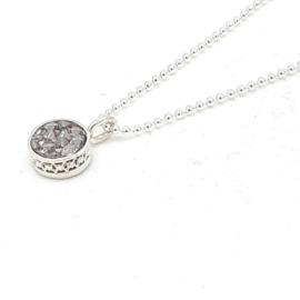 Zilveren collier met grijze hematiet.