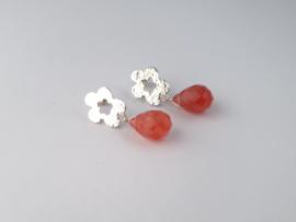 Zilveren oorstekers met cherry kwarts.