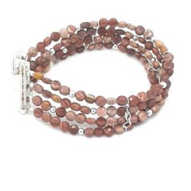 Zilveren armband met red wooden stone.