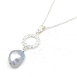 Zilveren collier met zoetwater parel.
