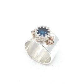 Zilveren ring met london blue topaas.