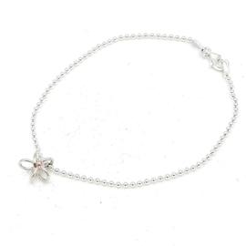 Zilveren ballen armband met bloem.