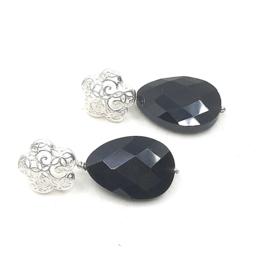 Zilveren oorstekers met onyx.