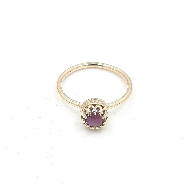 Geelgouden ring met robijn.