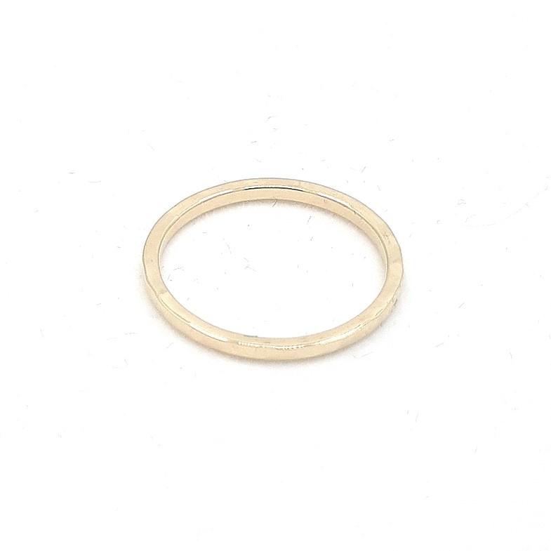 Geelgouden ring.