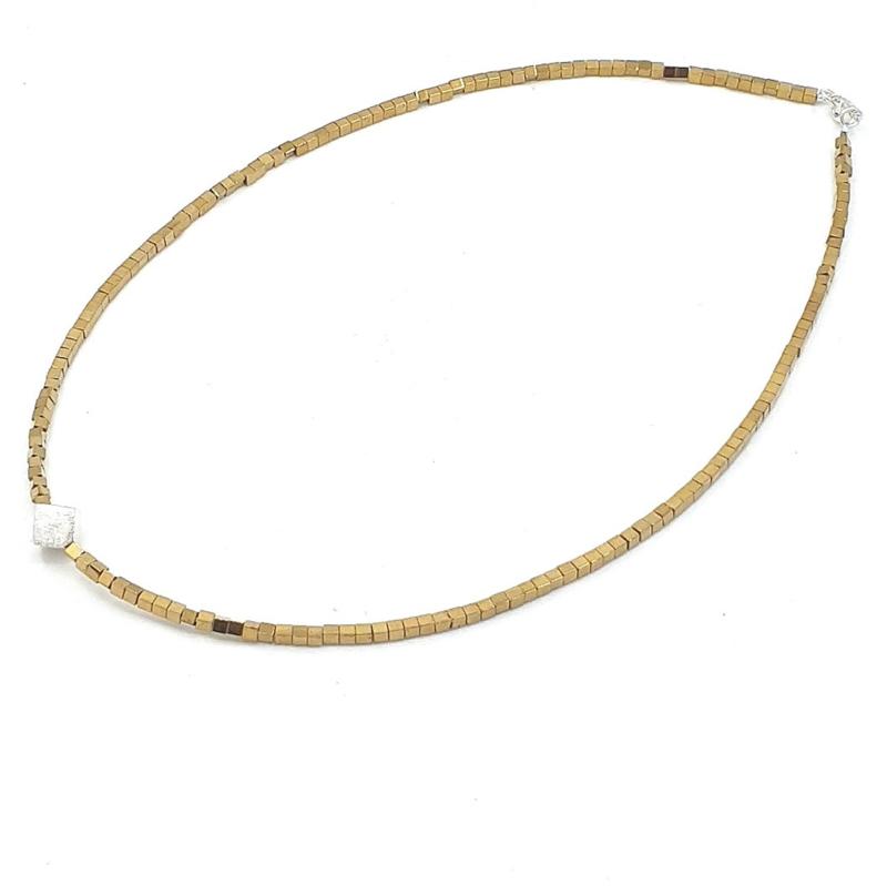 Zilveren geregen collier met gouden hematiet.