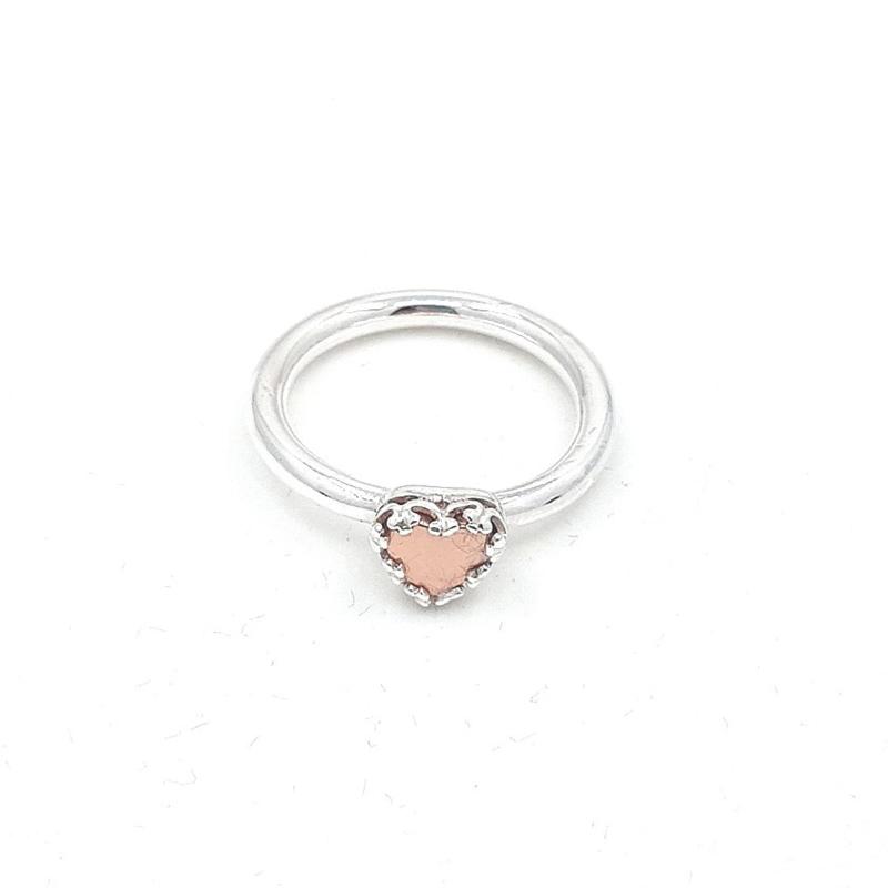 Zilveren ring met roze hematiet.