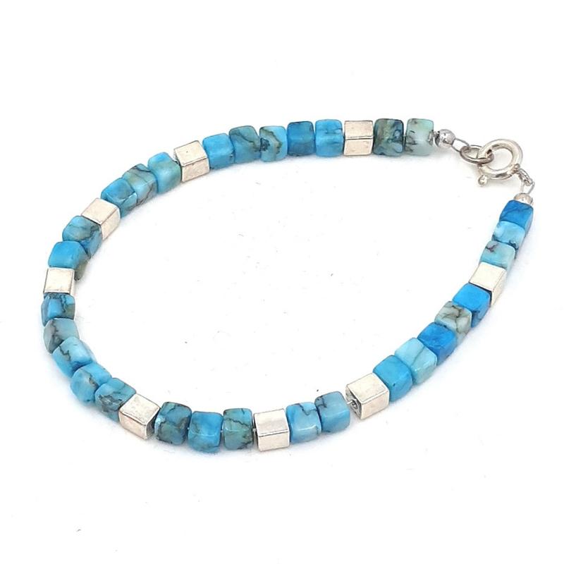 Zilveren geregen armband met turkoois.
