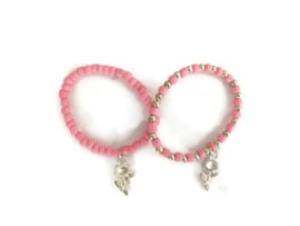 set van 2 armbandjes roze met roosjes