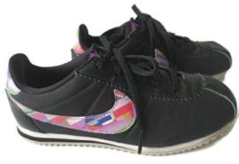 33 - Nike sneakers