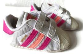 18 - Adidas babyschoentjes/sneakers