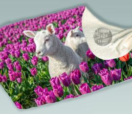 Lammetjes en Paarse Tulpen, Fleece Deken.