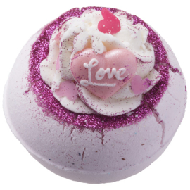 Bomb Cosmetics Fell In Love With A Swirl Bath Blaster