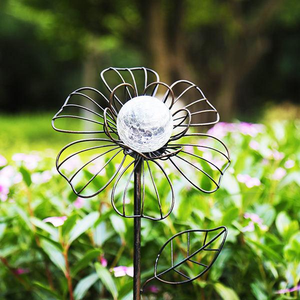 Metalen Bloem - Lichtgevend Hart - Solar Tuinsteker
